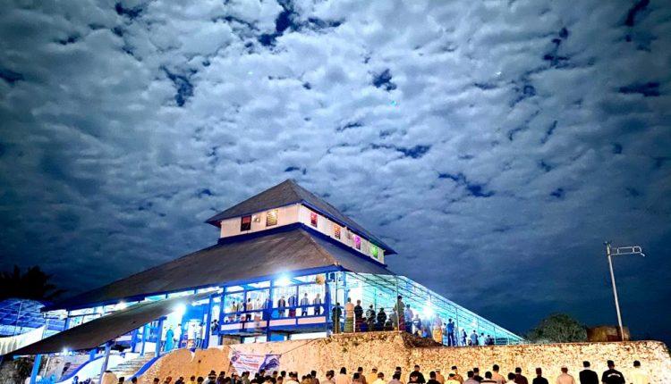 Ini Pemilik Foto Suasana Malam Qunud Masjid Keraton Buton yang Ramai Dimedsos