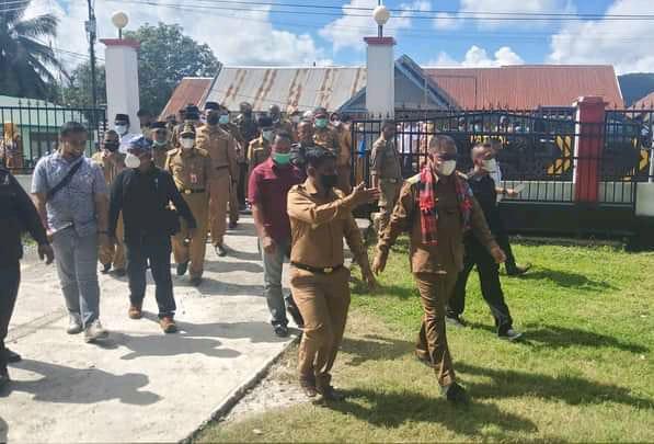 Bupati Busel Beri Perhatian Serius  Pembangunan Masjid Tua di Sampolawa