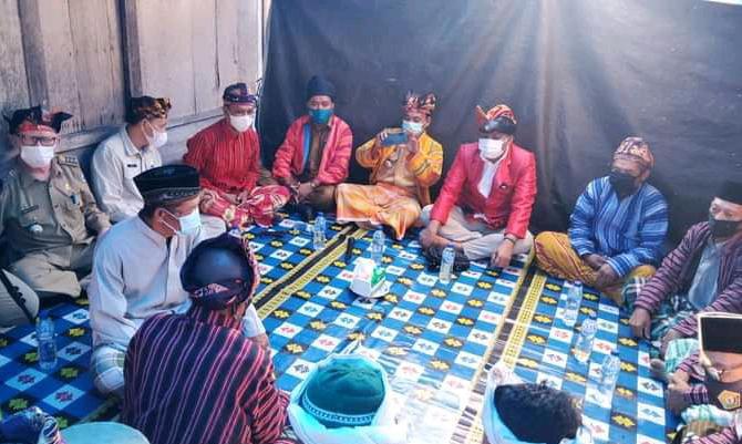 Bupati Busel: Lembaga Adat dan Tradisi yang Merupakan Warisan Leluhur Harus Dilestarikan